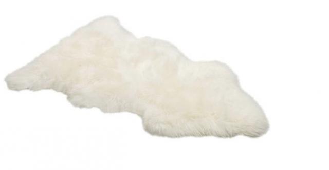 640_white-fur-throw-rug