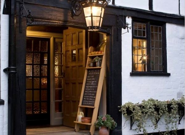 the-crown-amersham-exterior
