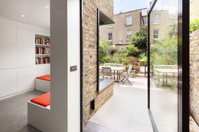 700_book-tower-house-with-indoor-outdoor-living-and-brick-walls