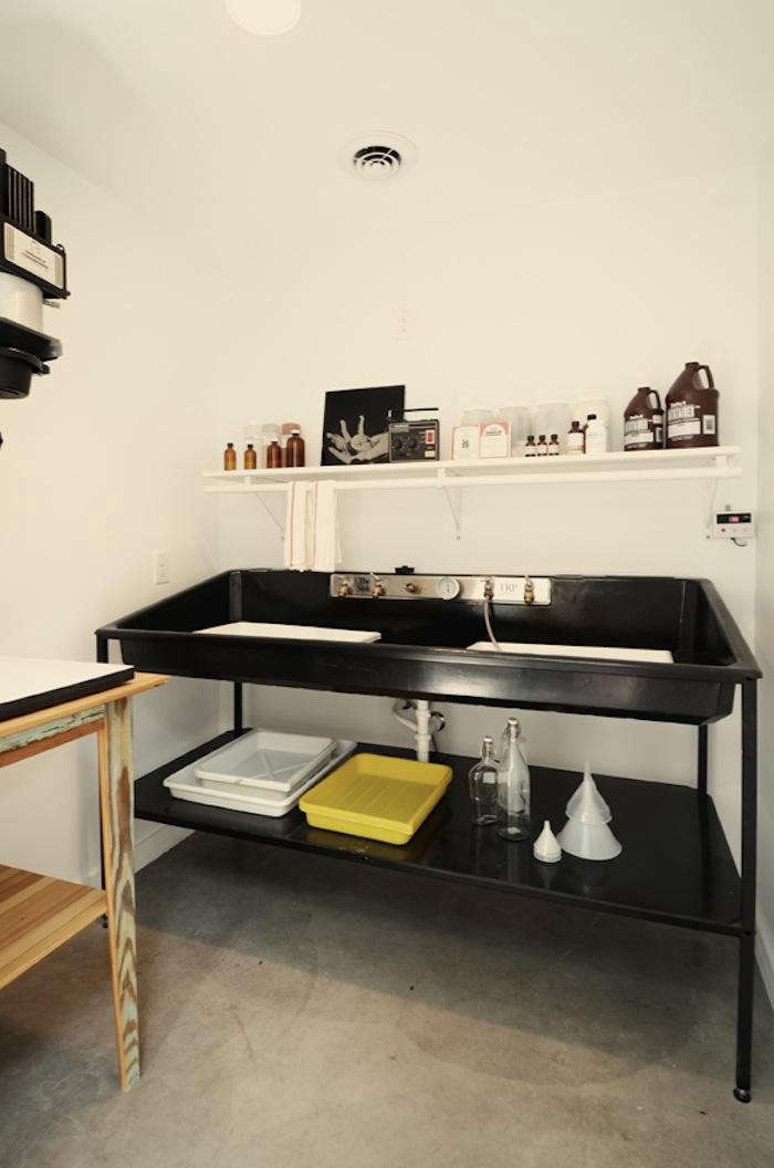 700_darkroom-with-wide-pan-in-photography-studio-by-kartwheel