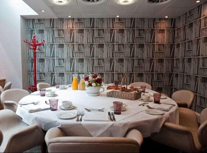 700_dining-room-at-bistrot-bruno