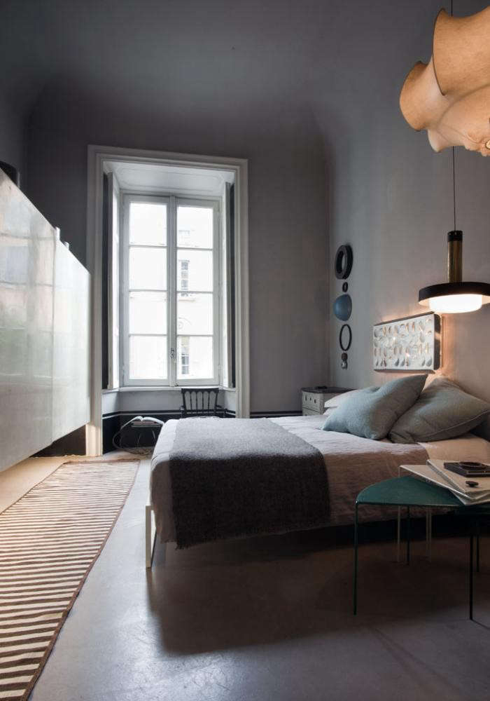700_italian-apartment-bedroom-with-runner