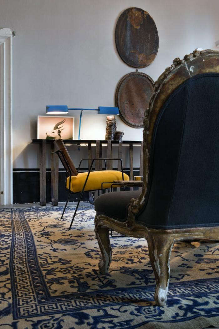 700_italian-apartment-with-antique-chairs-and-rug