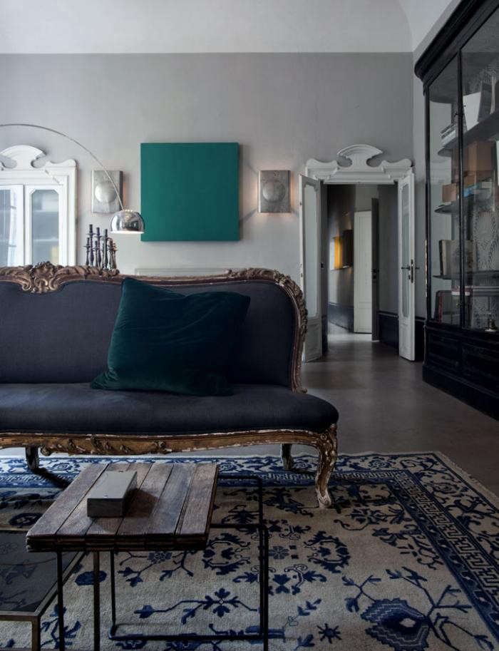 700_italian-apartment-with-antique-sofa-and-rug