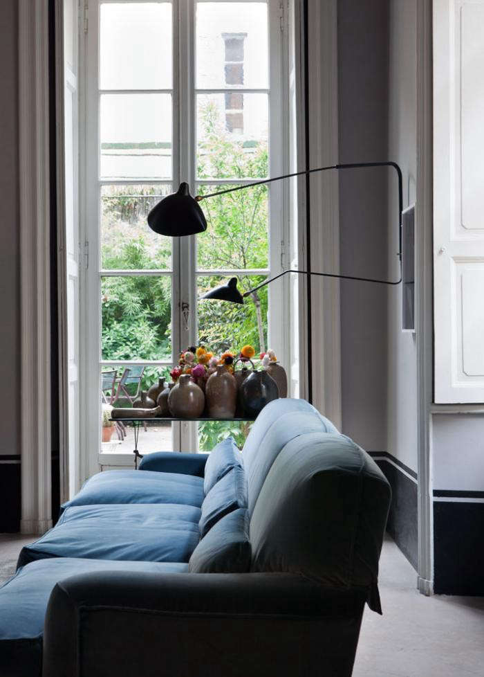 700_italian-apartment-with-blue-couch