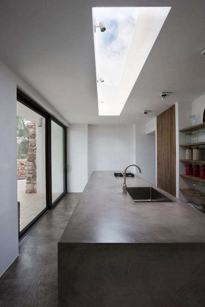 700_kitchen-in-italy-with-skylight-and-concrete-modern