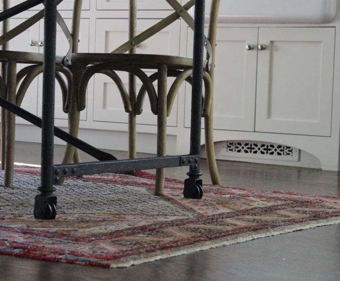 700_michelle-death-of-dining-room-rug