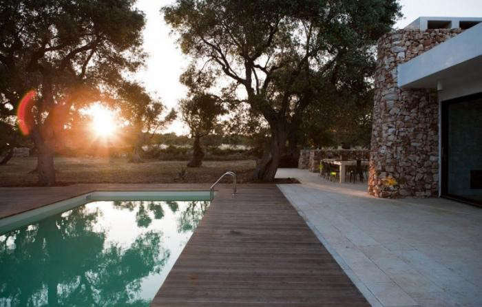 700_modern-house-pool-in-italy-cut-stone-exterior