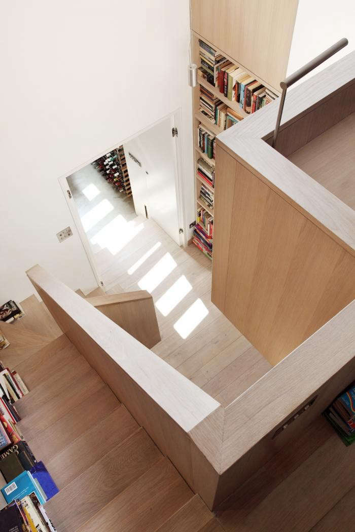 700_modern-house-with-pale-wood-and-modern-staircase