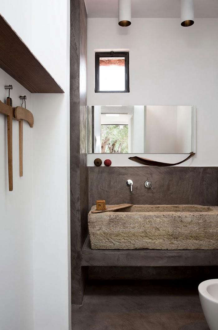 700_modern-rustic-bathroom-in-italy-with-concrete-trough