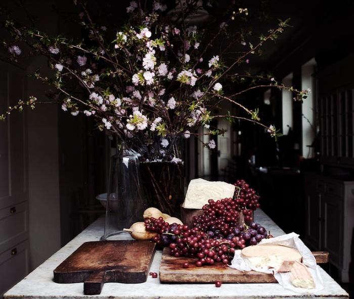 700_roman-williams-grapes
