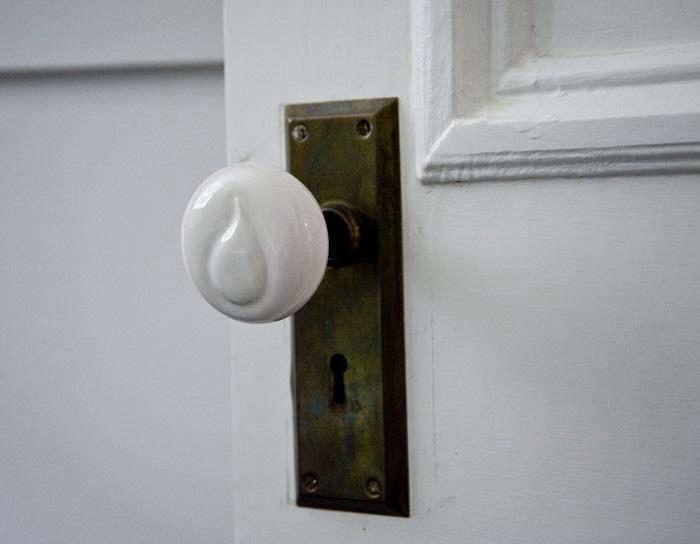 700_sargisson-robbins-potter-doorknob