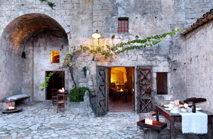 700_sextantio-hotel-in-italy-courtyard-with-stone-and-outdoor-dining