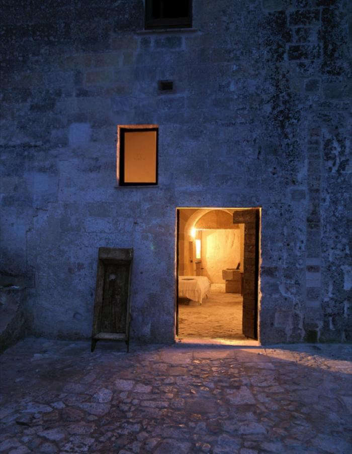 700_sextantio-hotel-in-italy-nighttime-with-glow-from-doorway