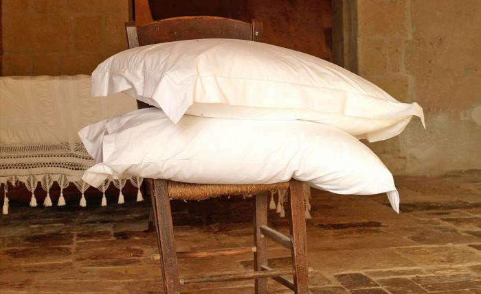 700_sextantio-hotel-in-italy-white-pillows-stacked-