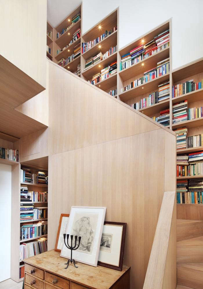 700_wall-bookshelf-in-modern-house-with-pale-wood-walls