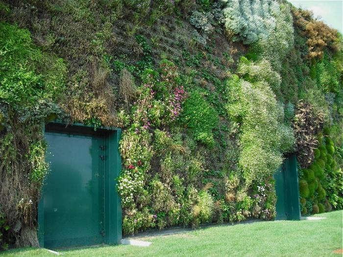 700_world-s-biggest-vertical-garden-milan-shopping-green-door