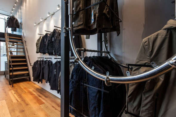 aether-clothes-rack