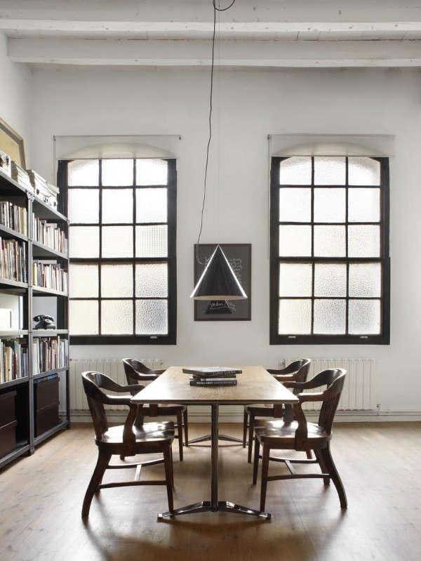 industrial-loft-in-barcelona-library-2