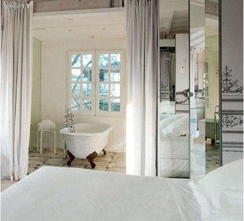 white-curtains-bordeaux