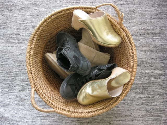 640_basket-with-shoes
