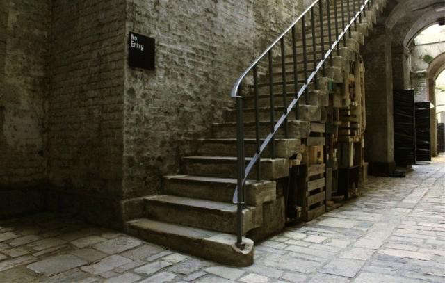 640_beehouse-staircase
