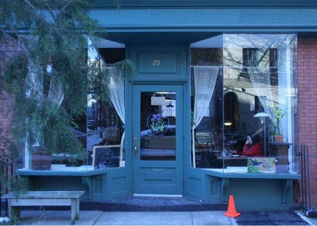 640_iris-cafe-exterior-10