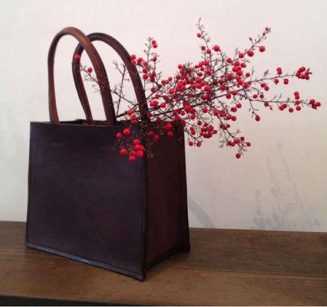 640_leather-bag-berries