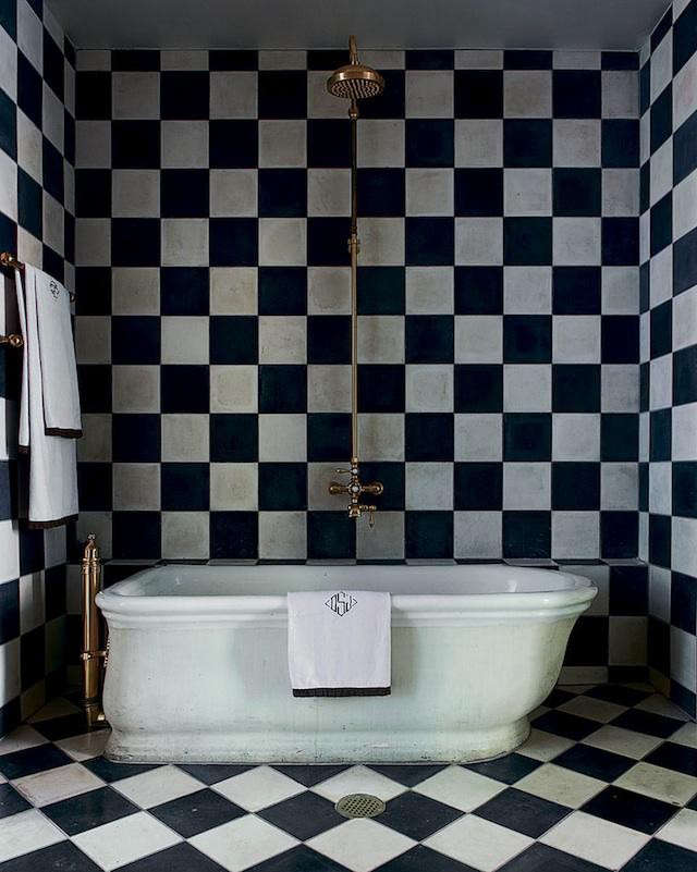 640_olatz-black-white-tile-bath