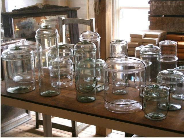640_peter-glass-containers
