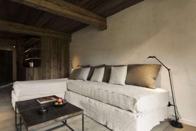 640_zannier-white-sofas