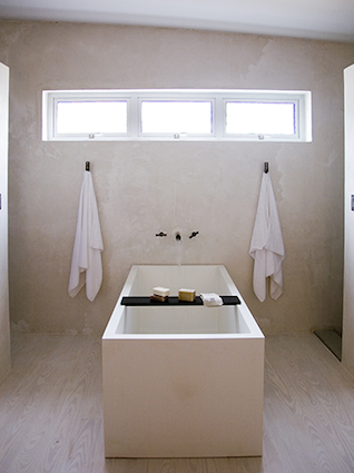 marfa-house-vertical-bathroom