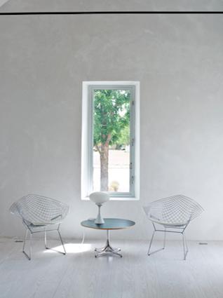 marfa-house-white-room-chairs
