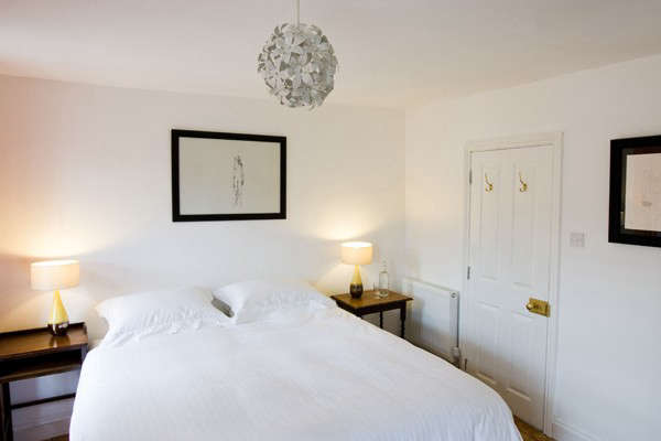 russells-white-bed