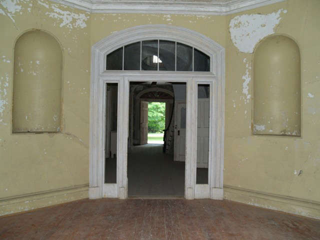 18-davis-octagonal-gallery-view-east-through-central-hall-20101