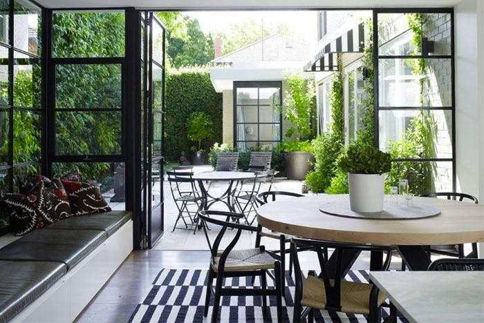 700_black-and-white-terrace
