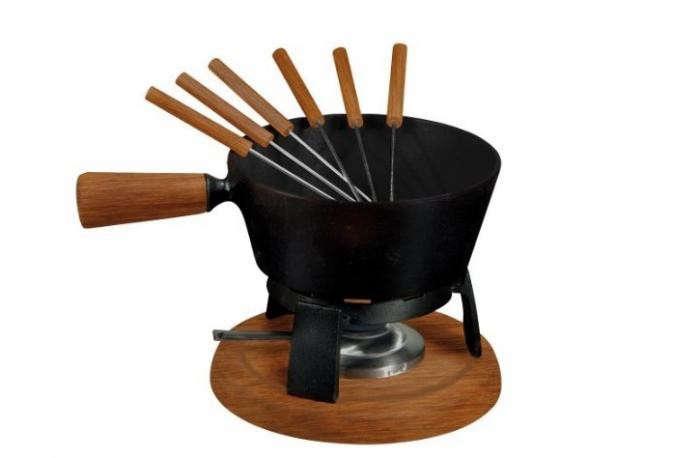 700_black-fondue-pot