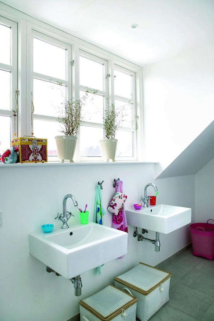 700_danish-bathroom