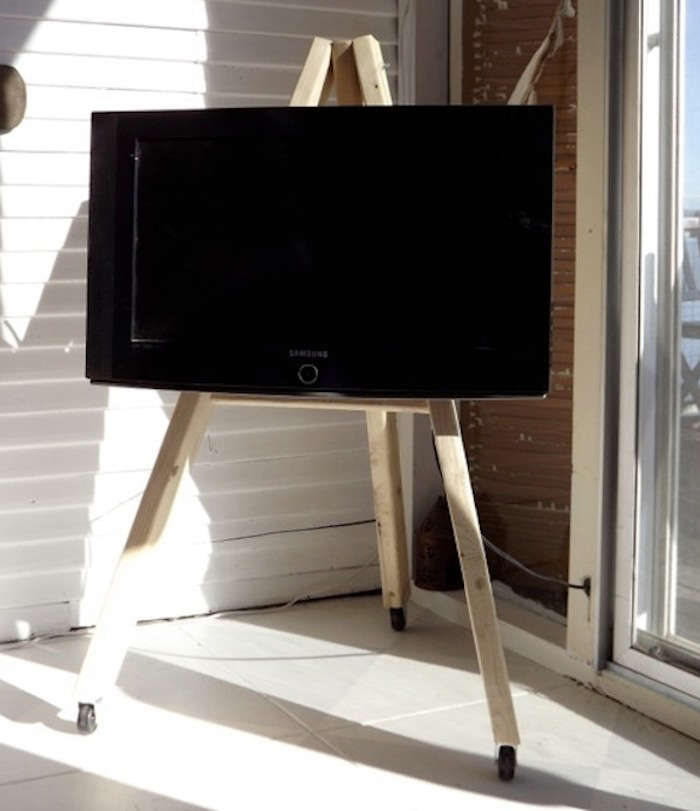 700_diy-tv-easel-photo
