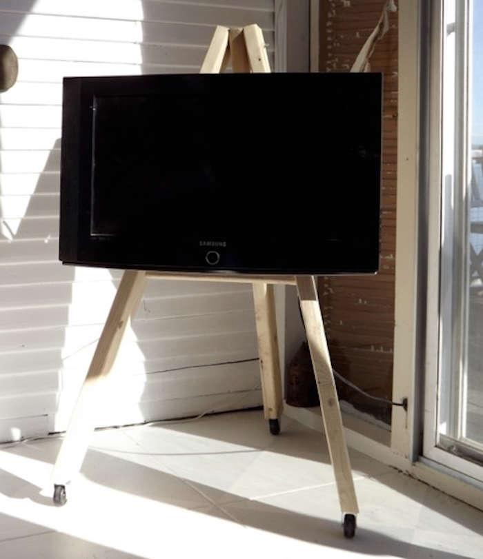 Diy Tv Display Easel On Wheels Remodelista