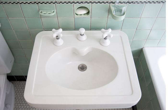 700_elizabeth-roberts-green-bathroo-sink-brooklyn