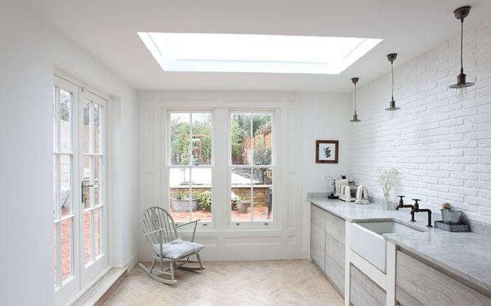 700_english-cottage-white-brick-backsplash