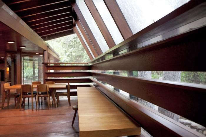700_john-lautner-house-a-single-man-vaulted-ceiling-with-bench