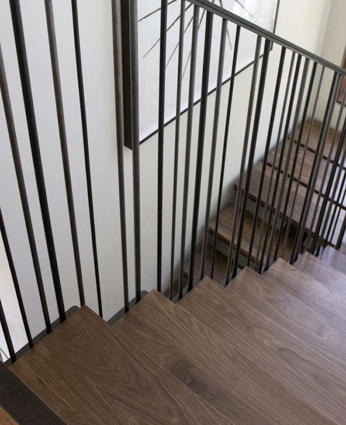 700_medium-plenty-margarido-wood-stairs-with-black-iron-railing