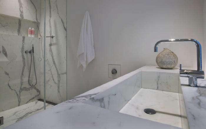 700_messana-ororke-marble-bath