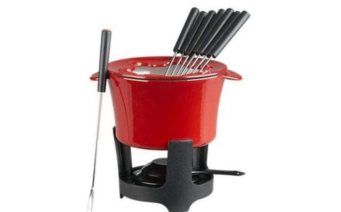 700_red-fondue-pot-2