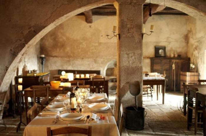 700_sextantio-matera-italy-dining-room-table-is-set