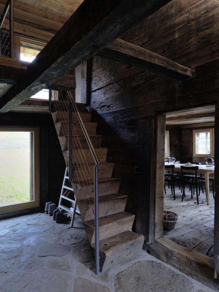 700_urlaubsarchitektur–huberhaus–treppe001–c-bruno-helbling