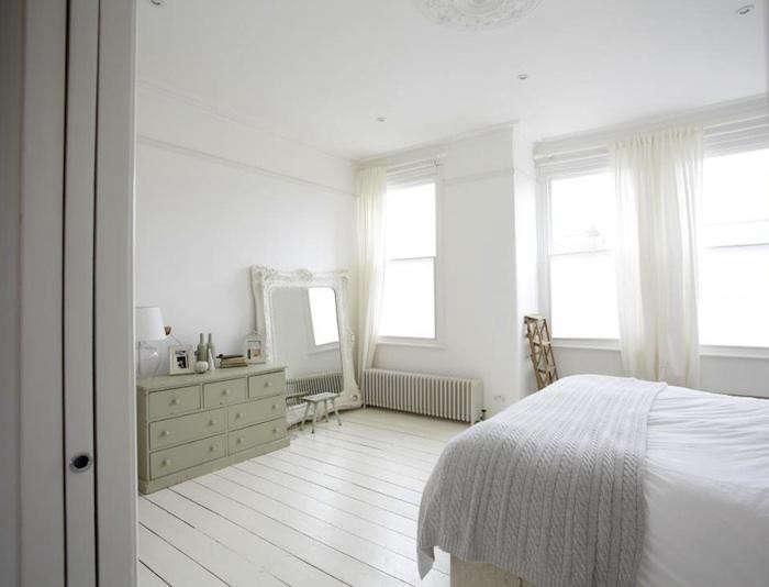700_white-gray-english-bedroom-10