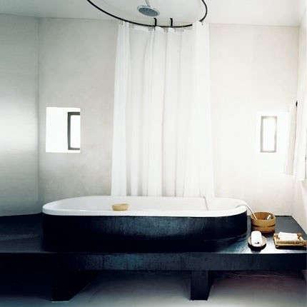 black-tub-black-platform